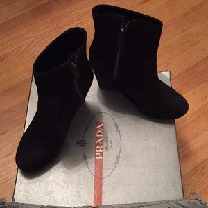 🌟Beautiful Prada wedge zipper suede booties😍